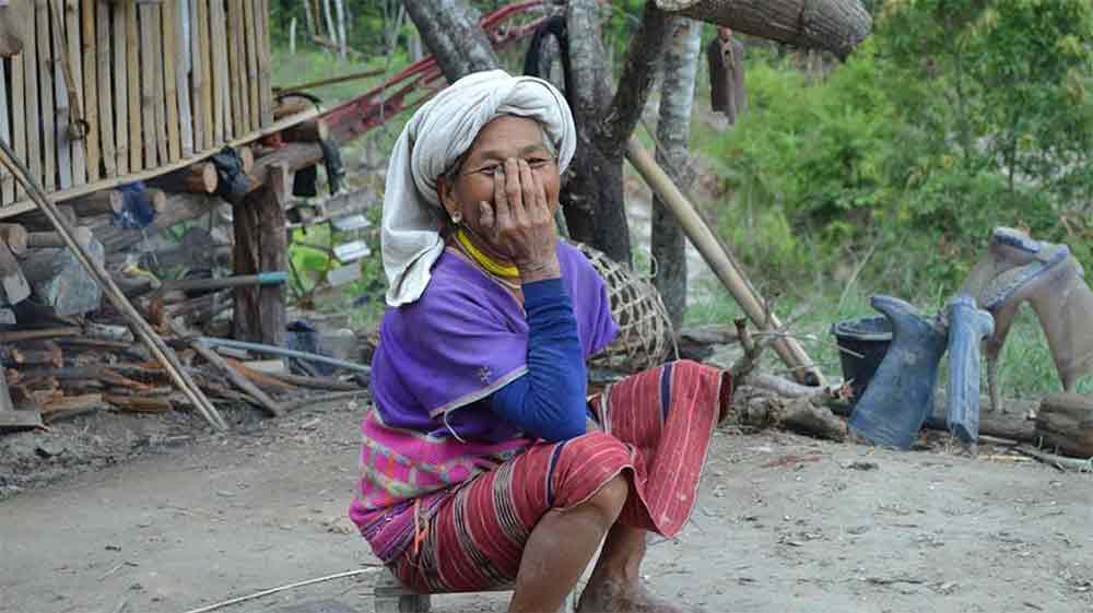 arret dns un village tribal a Chiang Rai